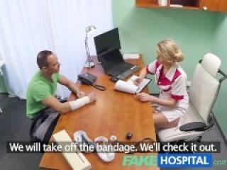 Comiéndole la concha a mi sexy enfermera
